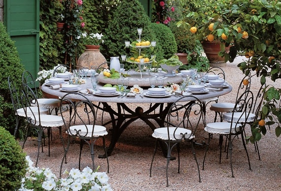 ma table de jardin en pierre la d co d cod e. Black Bedroom Furniture Sets. Home Design Ideas